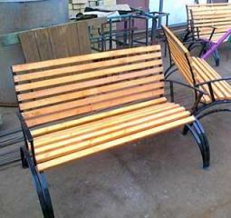 Деревянные скамейки в Костроме