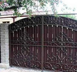Качественные кованые ворота с навесом